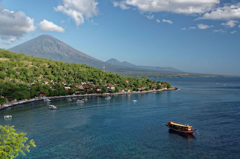 boat arriving island